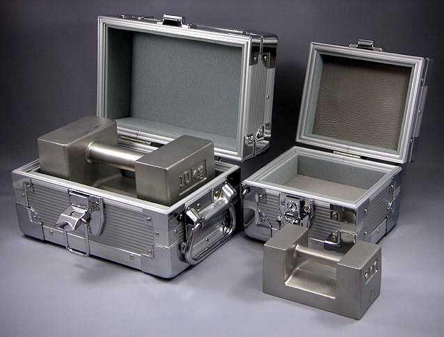 【�椛コ上衡器製作所】枕型分銅(ケース入)OIML型F1級2kg